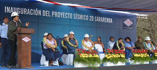 "Evo at podium. Text on stage reads ""Inauguration of the Sararenda 2D Seismic Project"" in Spanish."